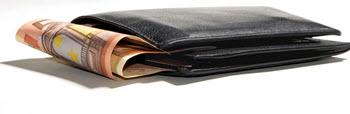 Plånbok met pengar från lån